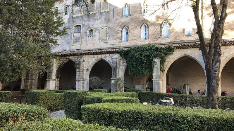 Truc&Co et ses herbes de Provence bio dans le cloître du Couvent Royal