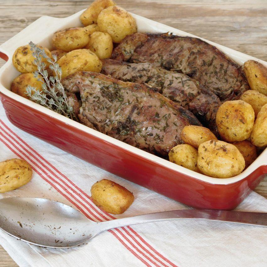 Recette de cotelettes d'agneau au thym bio et pommes grenailles
